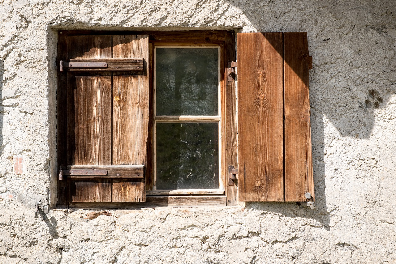 8 Tips to Maintain Wooden Shutters